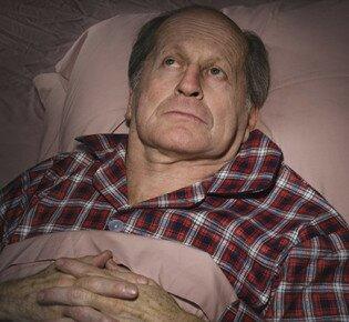 Как справиться с бессонницей у пожилых людей?